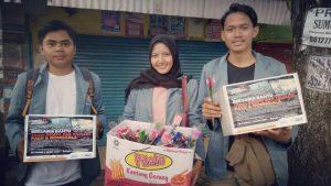 Mahasiswa Sistem Informasi STMIK Indonesia Lakukan Penggalangan Dana Dengan Berbagi Bunga